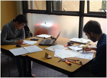 Alumnos estudiando en Sidney